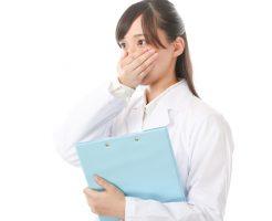 アイコスも紙巻タバコ同様に口臭がクサい!口臭の原因と4つの対策